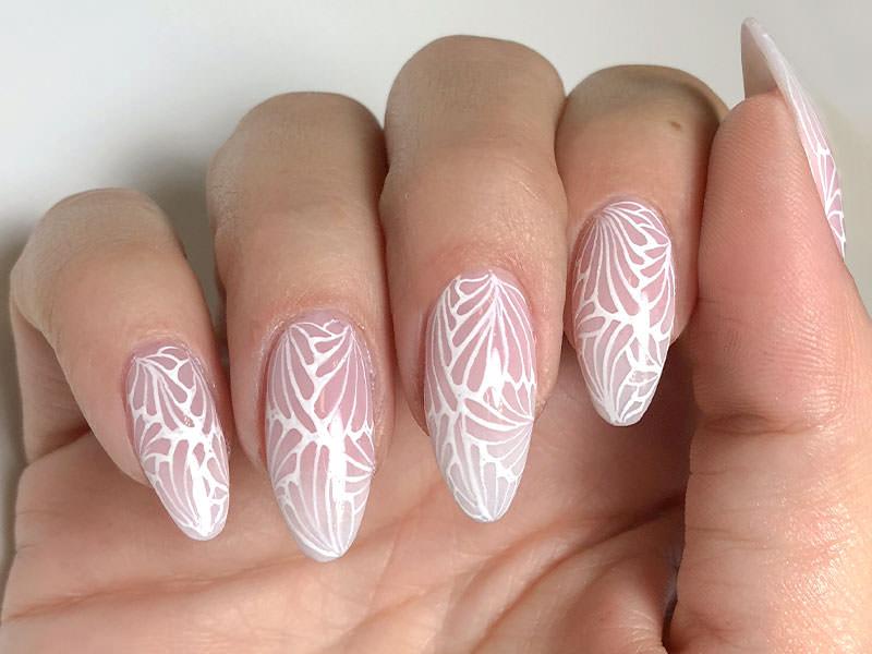 Nuove tendende Nail art - Sheila Oddino: Paradox in white