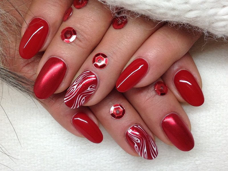 Corso decorazione unghie - Barbara Donini: eleganza in rosso