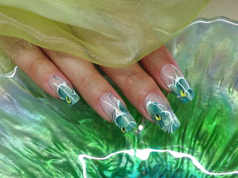 Corsi decorazione unghie - Barbara Donini: violette sfumate
