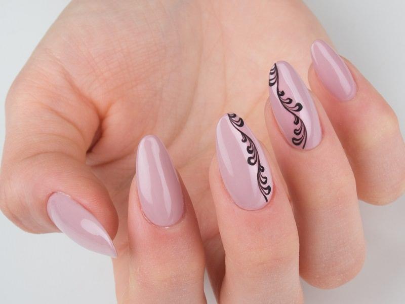 Corso decorazione unghie - Gioia Del Zotto: tralcio sinuoso