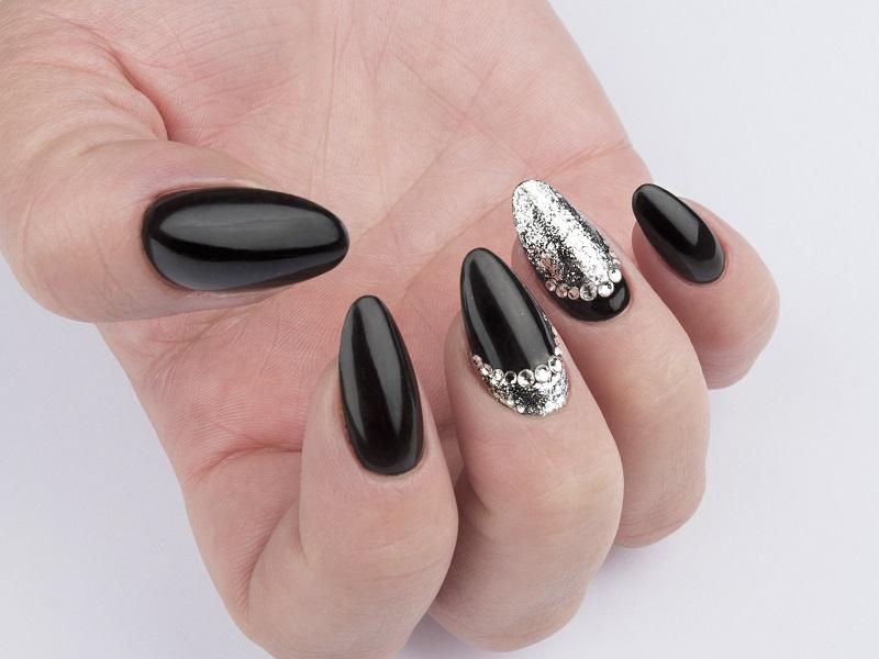 Tendenze nail art - Gioia Del Zotto: Illusion Silver Dust