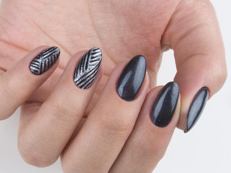 Idee nail art  - Giulia Paladino: Linee argentate