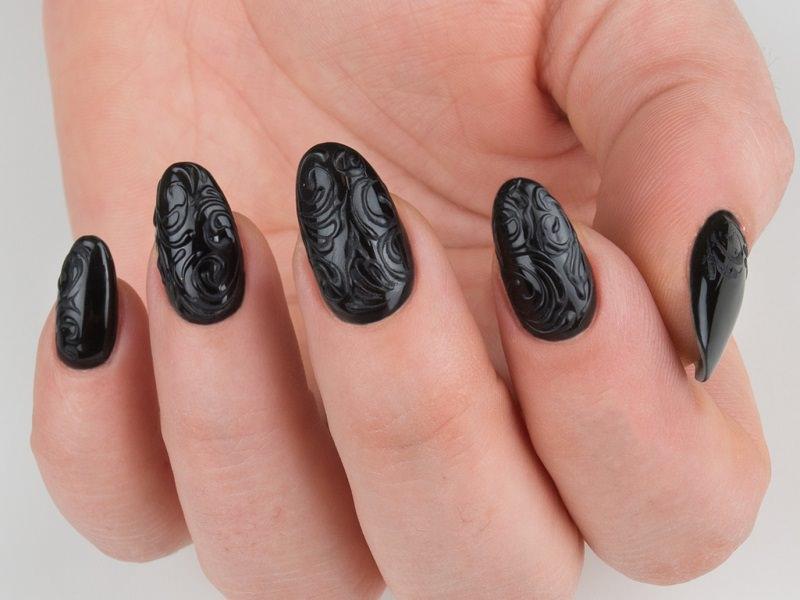 Corso decorazione unghie - Laura Ascione: riccioli total black