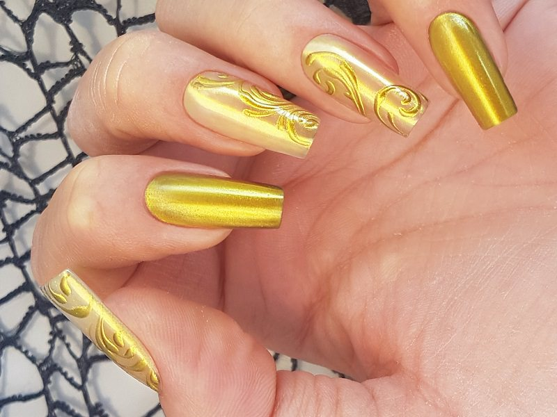 Corso decorazione unghie - Sara Colleoni: Chrome Art Gold