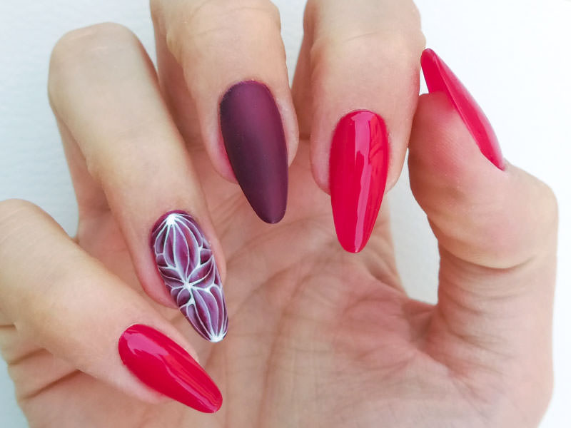 Idee Nail Art - Sara Colleoni: Paradox con Imperial Red & Velvet Berry