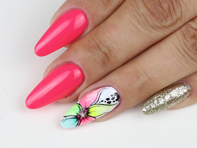 Nail Art estive - Valentina Fiaschi: Scaglie e petali acquarellati