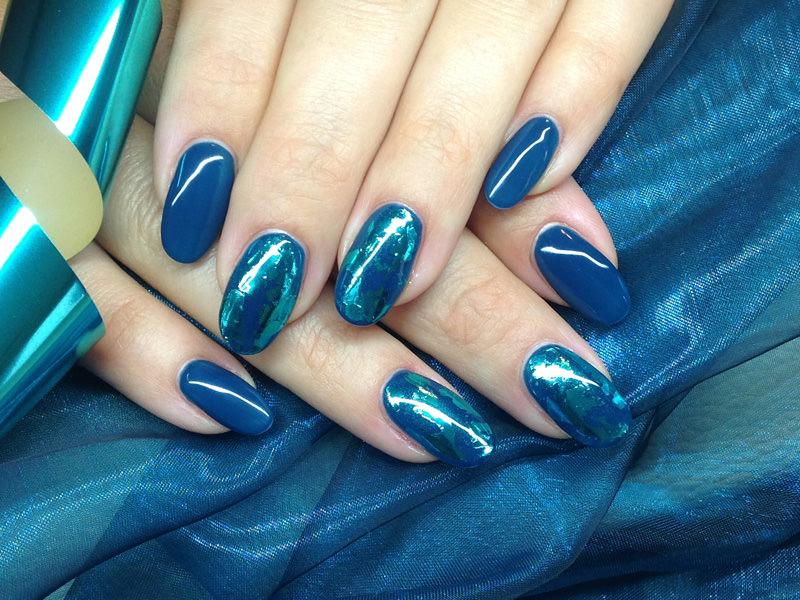 Corso decorazione unghie - Barbara Donini: Blu brillante