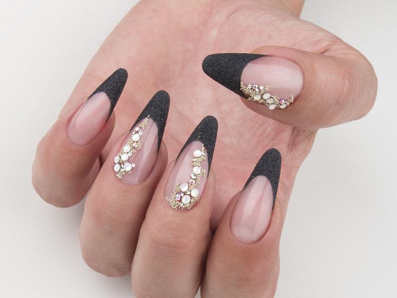 Nuove tendenze nail art - Chiara Milanese: french preziosa