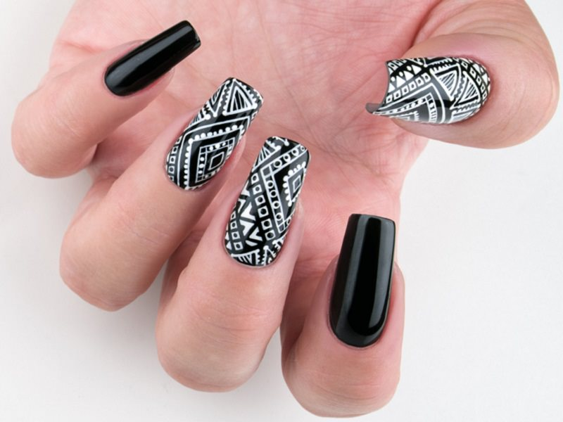 Idee Nail Art - Gioia Del Zotto: Tribale in Black & White