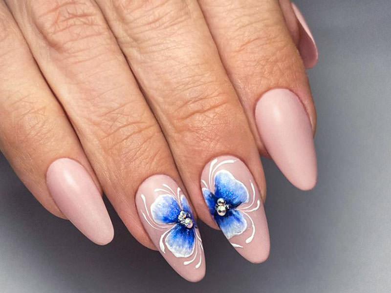 Nuove tendenze Nail art - Antonia Minervini: Totale nude & fiori
