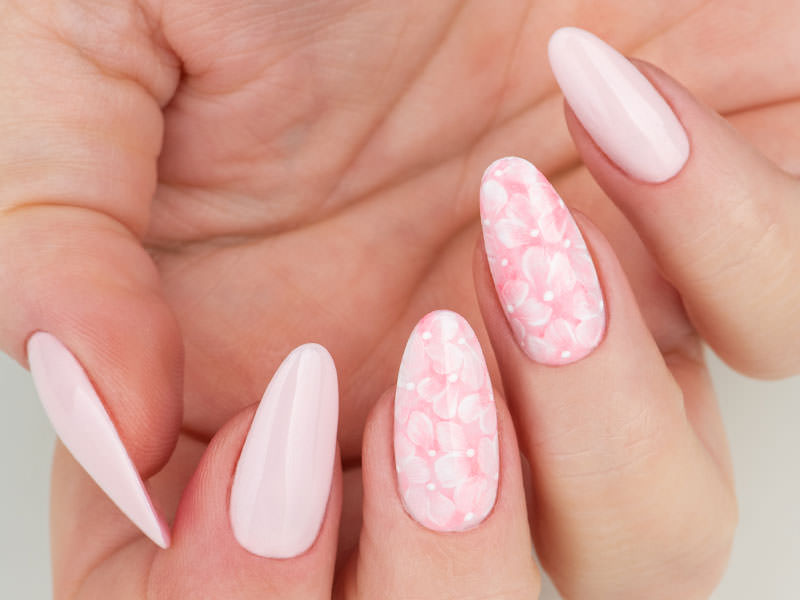 Idee Nail Art - Gioia Del Zotto: Petali delicati
