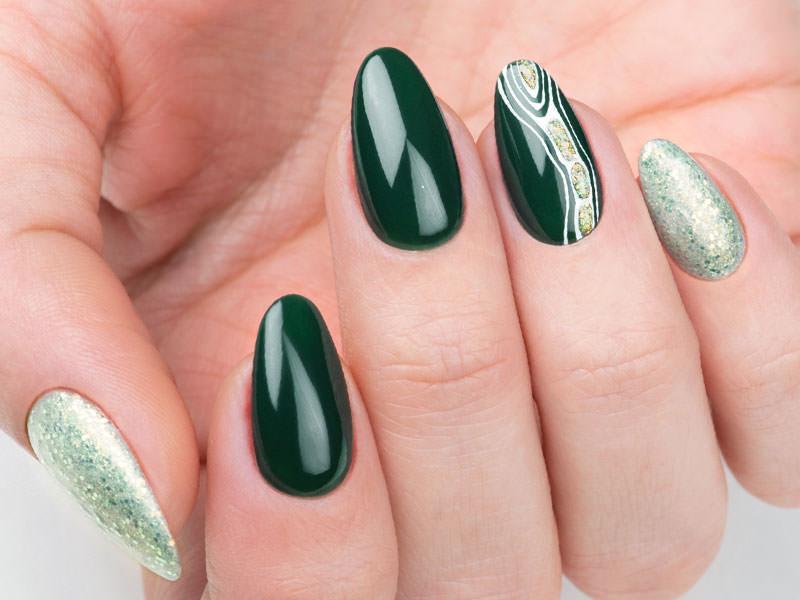 Idee decorazione unghie - Caterina Del Signore: Scia di pietre preziose