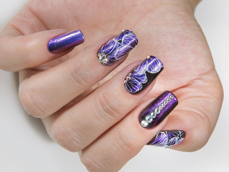 Idee nail art - Kateryna Bandrovska: fiori porpora