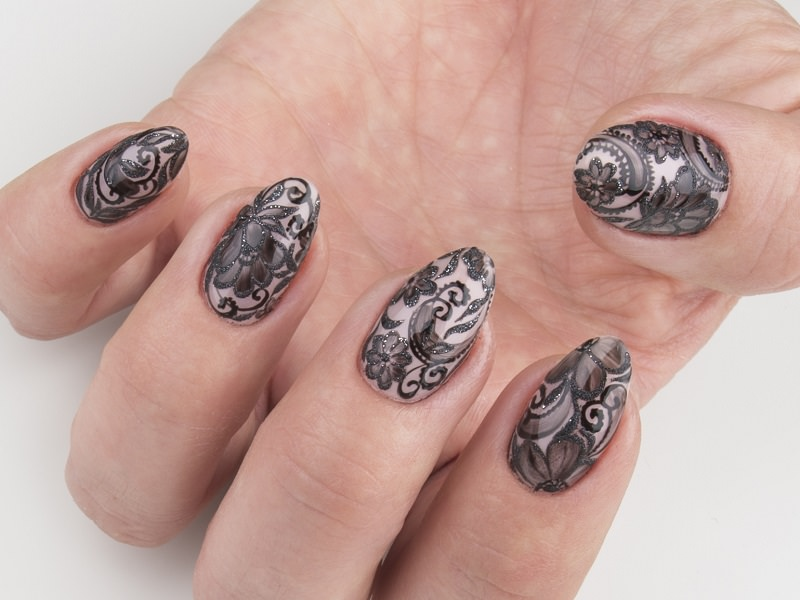 Corso decorazione unghie - Lorena Chiarentin: Trasparenze in nero