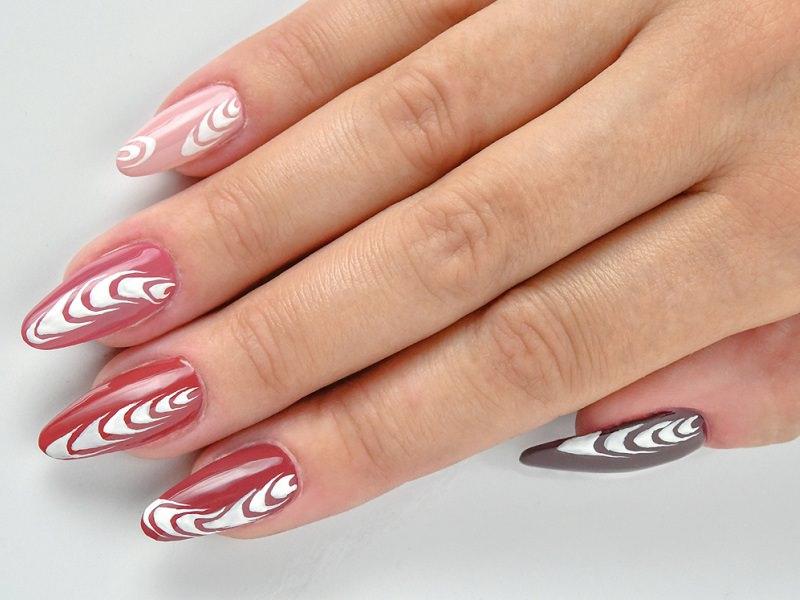 Corso decorazione unghie - Sheila Oddino: onde in bianco