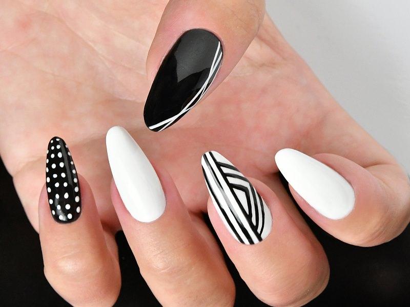 Corso decorazione unghie - Sheila Oddino: geometrie B&W