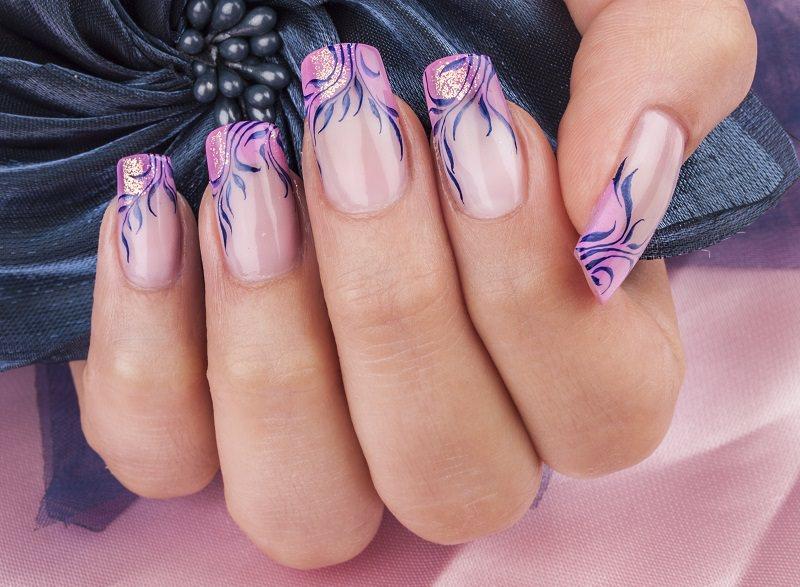 corsi ricostruzione unghie french rosa decorata eseguita da kateryna bandrovska