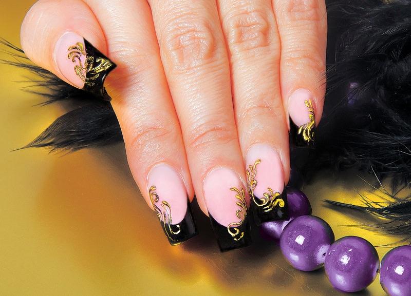 corso decorazione unghie black french sulla quale brillano ramage dorati decorazione di pamela de montis