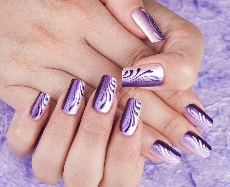 corso decorazione unghie effetto shade lilla e viola con gocce di colore sinuose eseguita da kateryna bandrovska