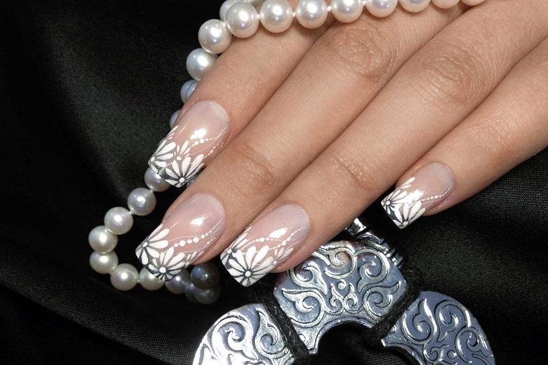 corso decorazione unghie sara colleoni margherite bianche con colori acrilici