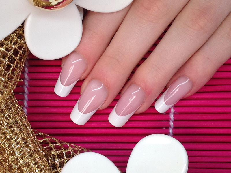 corso di ricostruzione unghie classica french bianca perfetta e simmetrica eseguita da barbara donini