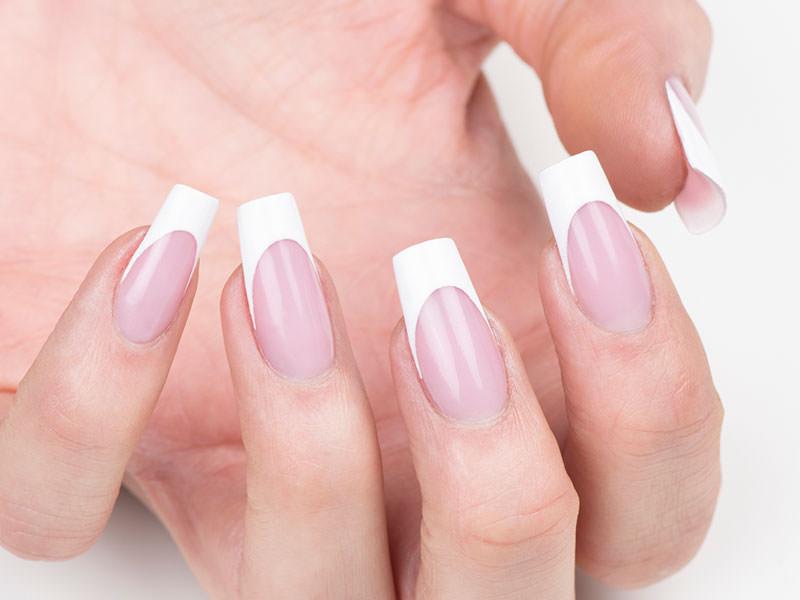 Idee Nail Art - Sara Colleoni: French bianco