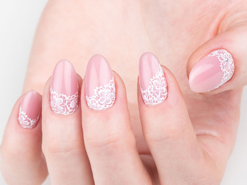 Nuove tendenze Nail art - Monica Gardel: Base Pink & pizzo bianco