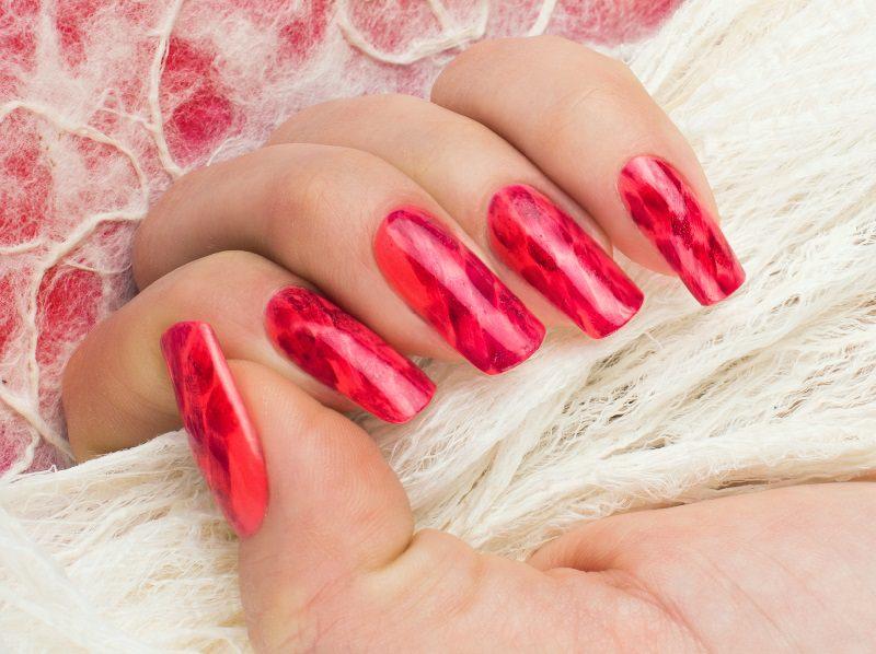 ljuba bedeschi ha utilizzato i toni del rosso per un effetto mirage classico e molto elegante