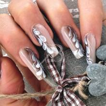 nail art shade beige e marrone decorata con ramage da sara colleoni
